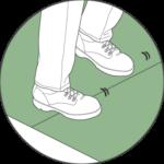 مرحله پنجم: با قدم گذاشتن در ناحیه اتصال دو رول، چمن ها به یکدیگر متصل می شوند